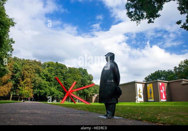 Statue of Monsieur Jacques, by Oswald Wenckebach, 1955, and K-piece, by Mark di Suvero, 1972,  Kroller-Muller Museum, - Stock Image
