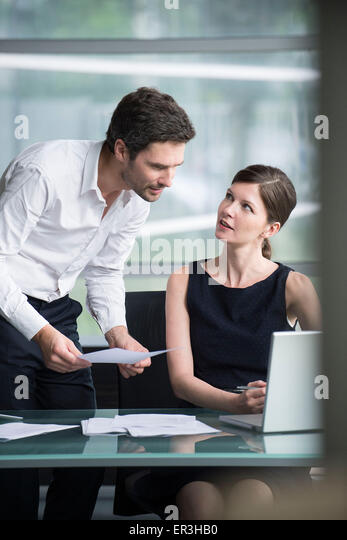 Office workers collaborating on project - Stock Image