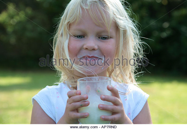 Young girl drinking milk - Stock-Bilder