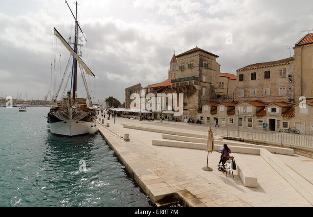 TROGIR, CROATIA - MAY 19, 2013:  Trogir quay. The central historical part of the city of Trogir has been included - Stock-Bilder