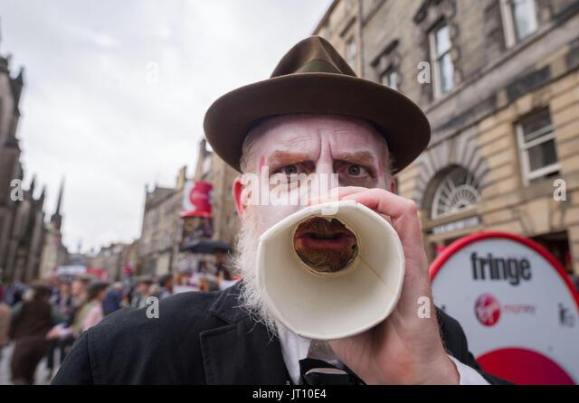 Edinburgh, UK. 07th Aug, 2017. Edinburgh UK Aug 07 2017; Performers on the Royal Mile promote their Edinburgh Festival - Stock Image