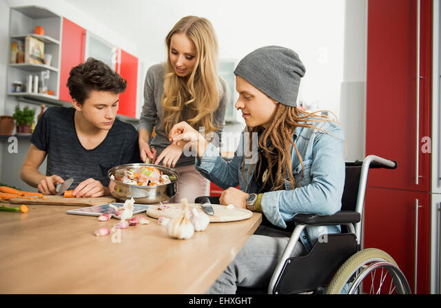 Friends preparing food in the kitchen, Munich, Bavaria, Germany - Stock-Bilder