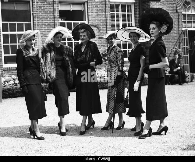 Hat fashion show at Belmont Park, ca 1940 - Stock Image