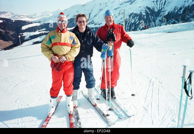 James Whitaker (right) Daily Mirror Royal Correspondent seen here with fellow reporters whilst in Megeve, France - Stock Image