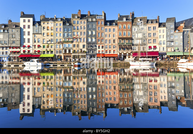 Honfleur harbour in Normandy, France. Color houses and their reflection in water - Stock-Bilder