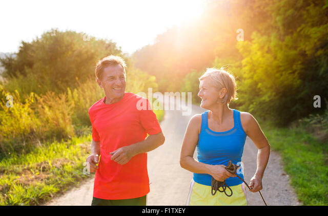 Senior couple running - Stock-Bilder