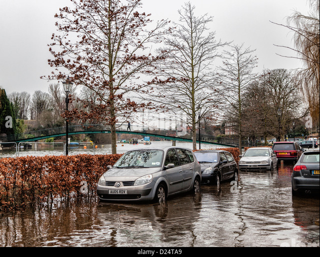 Thames river overflows its banks and traps cars during high tide - Twickenham UK - Stock Image