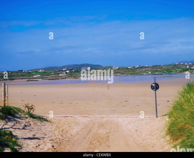Co Galway, Causeway Across The Beach To Omey Island, Ireland - Stock Image