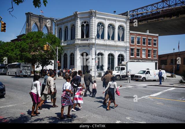 Brooklyn , street scene, Grimaldi Pizza under Brooklyn Bridge,  New York, USA, - Stock Image