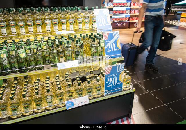 poland aiport duty free alcohol shopping travel EU - Stock-Bilder