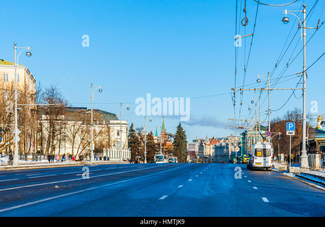 Moscow, Russia. 5th Feb, 2017. View of Volkhonka street in the direction to the Kremlin. The temperature is about - Stock Image