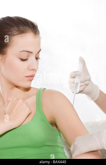 woman receiving vaccine - Stock Image