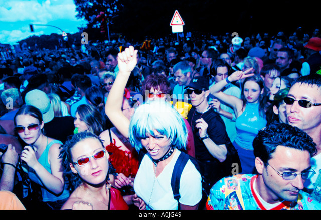 Berlin Love Parade raver crowd - Stock Image