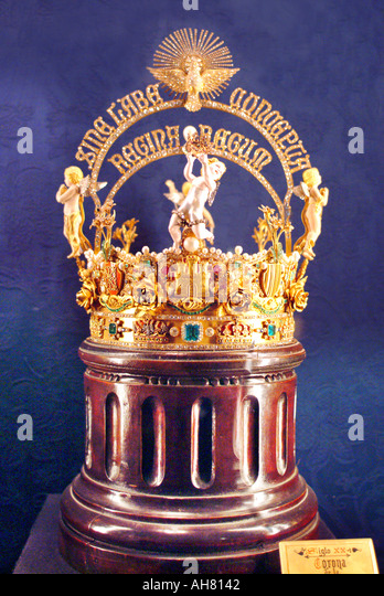 Gold crown with precious gems - Stock Image