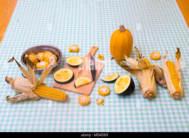 Still life of corn on the cob with two varieties of squash - Stock Image