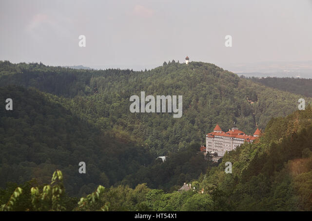 Karlovy Vary landscape aerial view on sunny day. Hotel in Karlovy Vary - Stock-Bilder