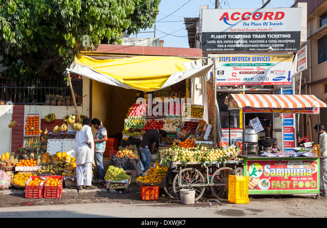 India, Dehradun. Street Scene--Fast Food, Fruit Stand, Travel Agency. - Stock-Bilder