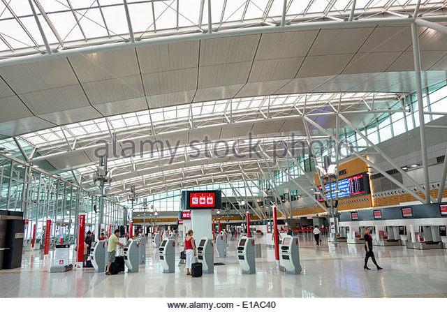 Sydney Australia NSW New South Wales Kingsford-Smith Airport SYD terminal concourse inside interior design architectural - Stock Image