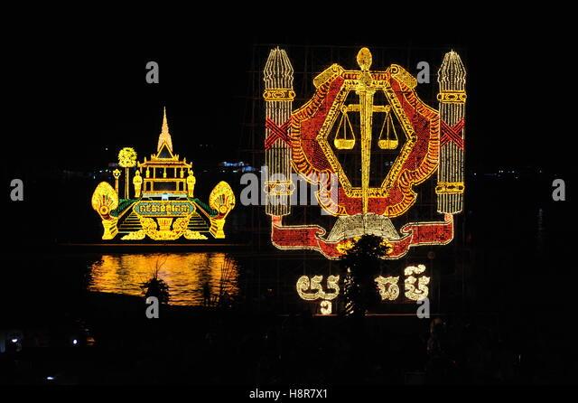 Phnom Penh, Cambodia. 15th Nov, 2016. Phnom Penh celebrates, Bon Om Touk, the Cambodian Water Festival. Illuminated - Stock Image