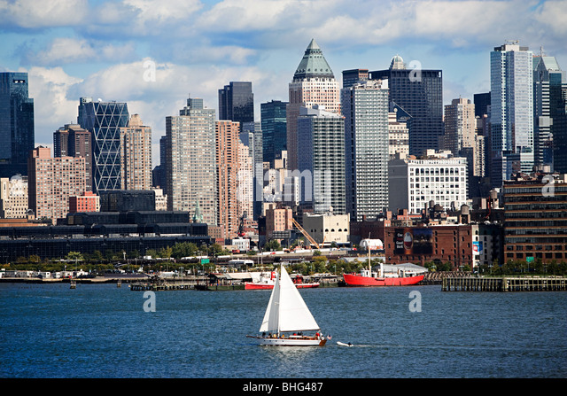 River and manhattan buildings - Stock Image