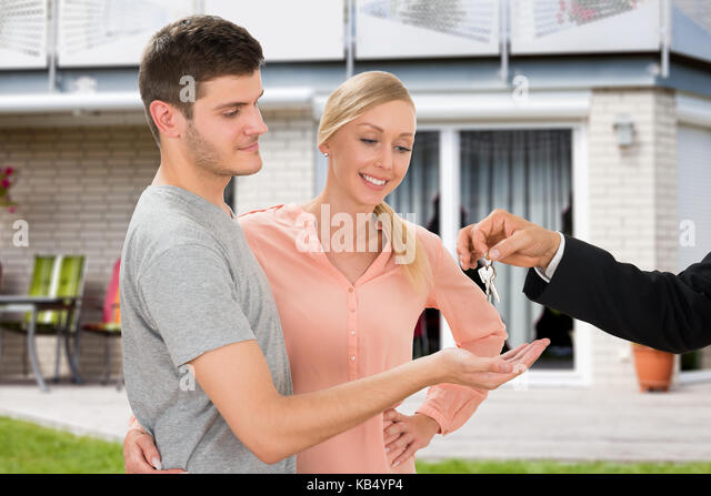 Young couple house buyer stock photos young couple house buyer stock images alamy - Young couple modern homes ...