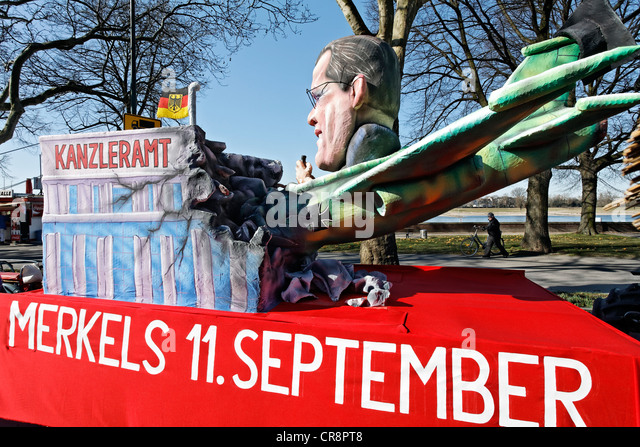 Crash of the resigned political stars Karl-Theodor zu Guttenberg, paper-mache figure, satirical themed parade float - Stock Image