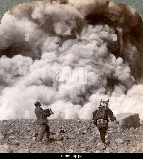 Sudden volcanic explosion in the crater of Mount Asama (Asamayama), Japan, 1904. - Stock Image
