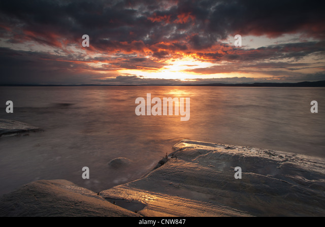 Colorful skies at sundown at Nes on the island Jeløy, Moss kommune, Østfold fylke, Norway. - Stock-Bilder