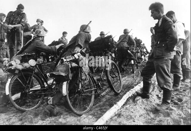 SS-Bicycle Troop, 1941 - Stock-Bilder
