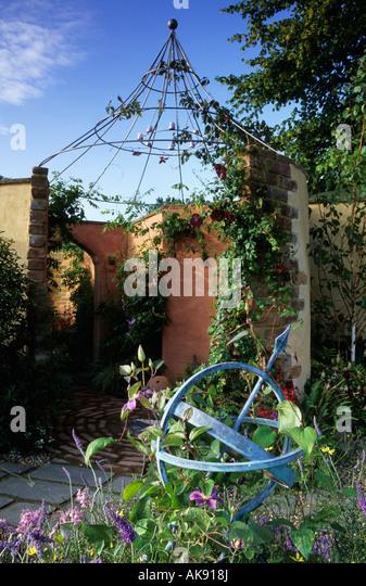 Hampton Court FS 2002 folly fantasy garden structure design Angela Mainwaring trompe l oeil mirror - Stock Image
