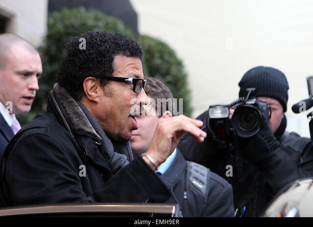 30.NOVEMBER.2012. PARIS  US SINGER LIONEL RICHIE IS SPOTTED LEAVING THE FOUR SEASONS HOTEL GEORGE V IN PARIS, FRANCE. - Stock Image