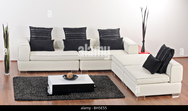 A view of a living room with contemporary furniture - Stock-Bilder