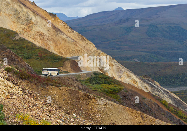 Tour bus on park road, Polychrome Pass, Denali National Park, Alaska, United States of America - Stock Image
