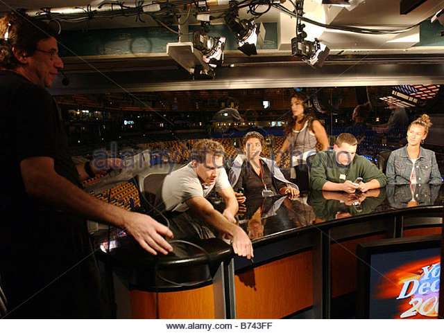 7 24 04 FLEET CENTER Fox News technicians do tests for You Decide 2004 in their booth two days before the Democratic - Stock Image