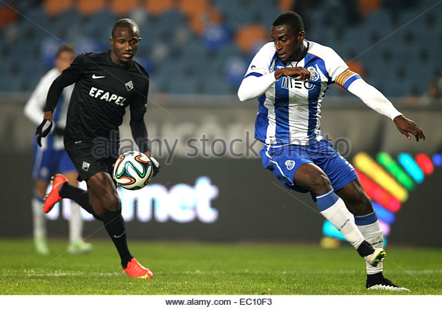 PORTUGAL, Coimbra: Porto's Colombian forward Jackson Martinez (R) and Academica's defender Christopher Oualembo - Stock Image