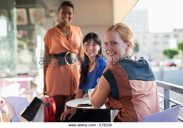 Women having lunch together at cafe - Stock Image