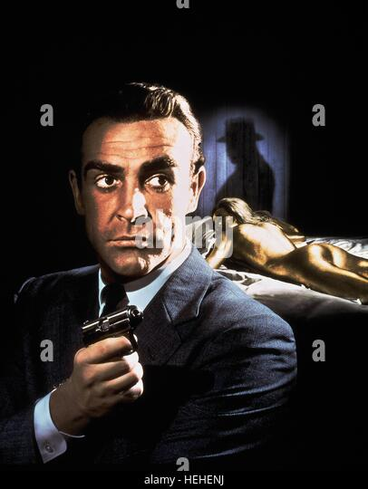 SEAN CONNERY & SHIRLEY EATON JAMES BOND: GOLDFINGER (1964) - Stock Image
