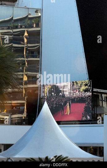 Europe, France, Alpes-Maritimes, Cannes Film Festival, retransmission of the red carpet on the big screen. - Stock Image