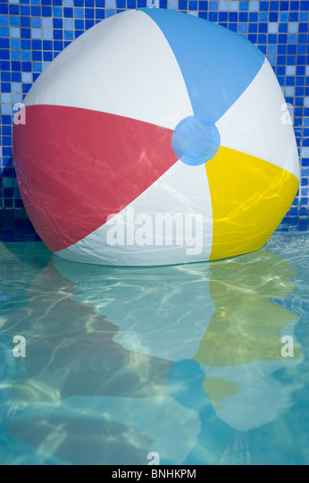 Beach Ball on Water - Stock-Bilder