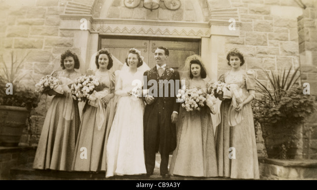 Vintage 1940s bride and groom wedding photo. - Stock Image