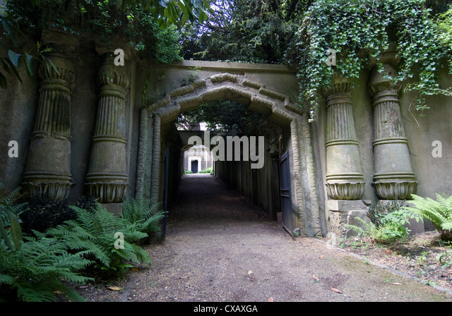 Entrance to Egyptian Avenue, Highgate Cemetery West, Highgate, London, England, United Kingdom, Europe - Stock Image