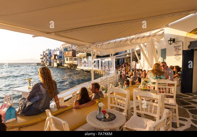 greece-cyclades-islands-mykonos-town-lit