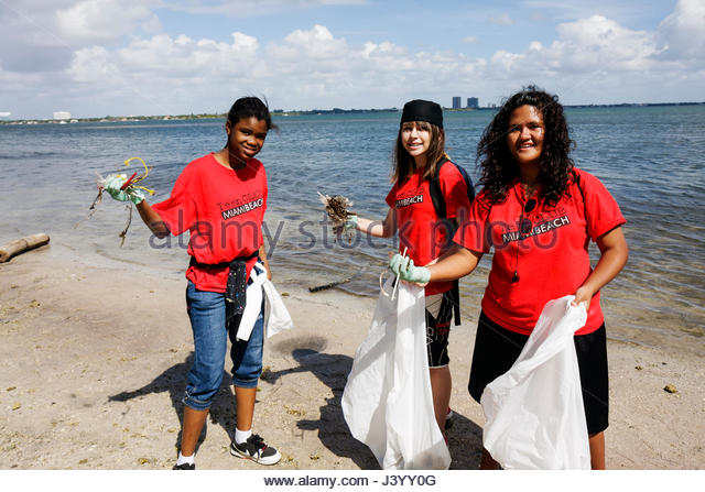 Miami Florida Julia Tuttle Causeway I-195 Interstate 195 Baynanza Biscayne Bay Cleanup Day clean up community volunteer - Stock Image