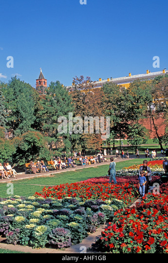 Moscow Russia Garden outside Kremlin wall - Stock Image