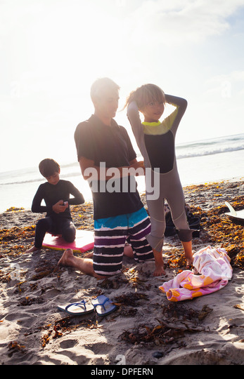 Father and children preparing to surf, Encinitas, California, USA - Stock Image