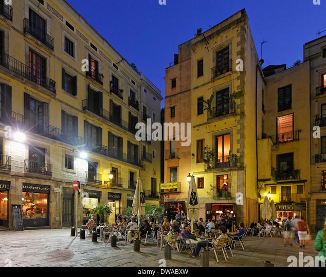 Barcelona La Ribera, Plaza de Santa Maria, street cafes in the evening - Stock Image