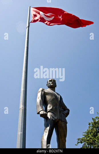 A statue of Kemal Ataturk overlooking the Bosphorus, Istanbul. - Stock Image