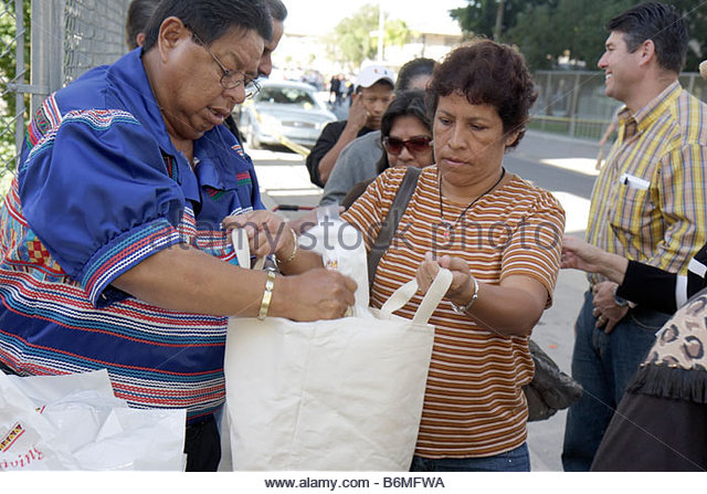 Miami Florida Little Havana Jose Marti Park Thanksgiving Turkey Giveaway give-away give away Miccosukee Tribe donated - Stock Image