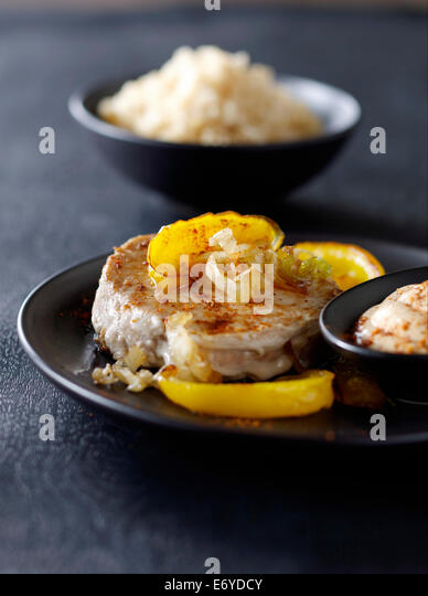 Pan-fried tuna with paprika and yellow bell peppers - Stock Image