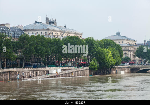 Paris, France. 06th June, 2016. Flood decrease, decrue de la Seine, quai de la Mégisserie, Paris, 06/06/2016 - Stock Image